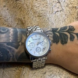 Gorgeous MICHAEL KORS Mother of Pearl Watch!
